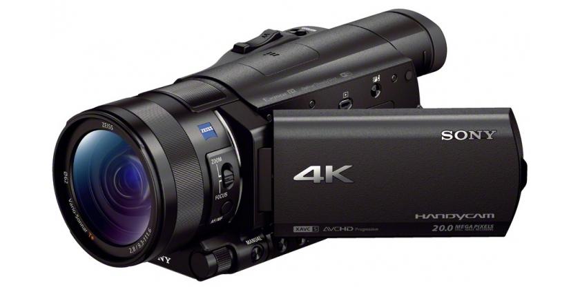 Az AX100E 12-szeres optikai zoomra képes Zeiss? Vario-Sonnar T objektívet használ.