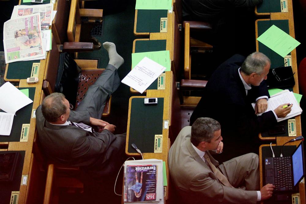 Béli Balázs - Eközben a Parlamentben