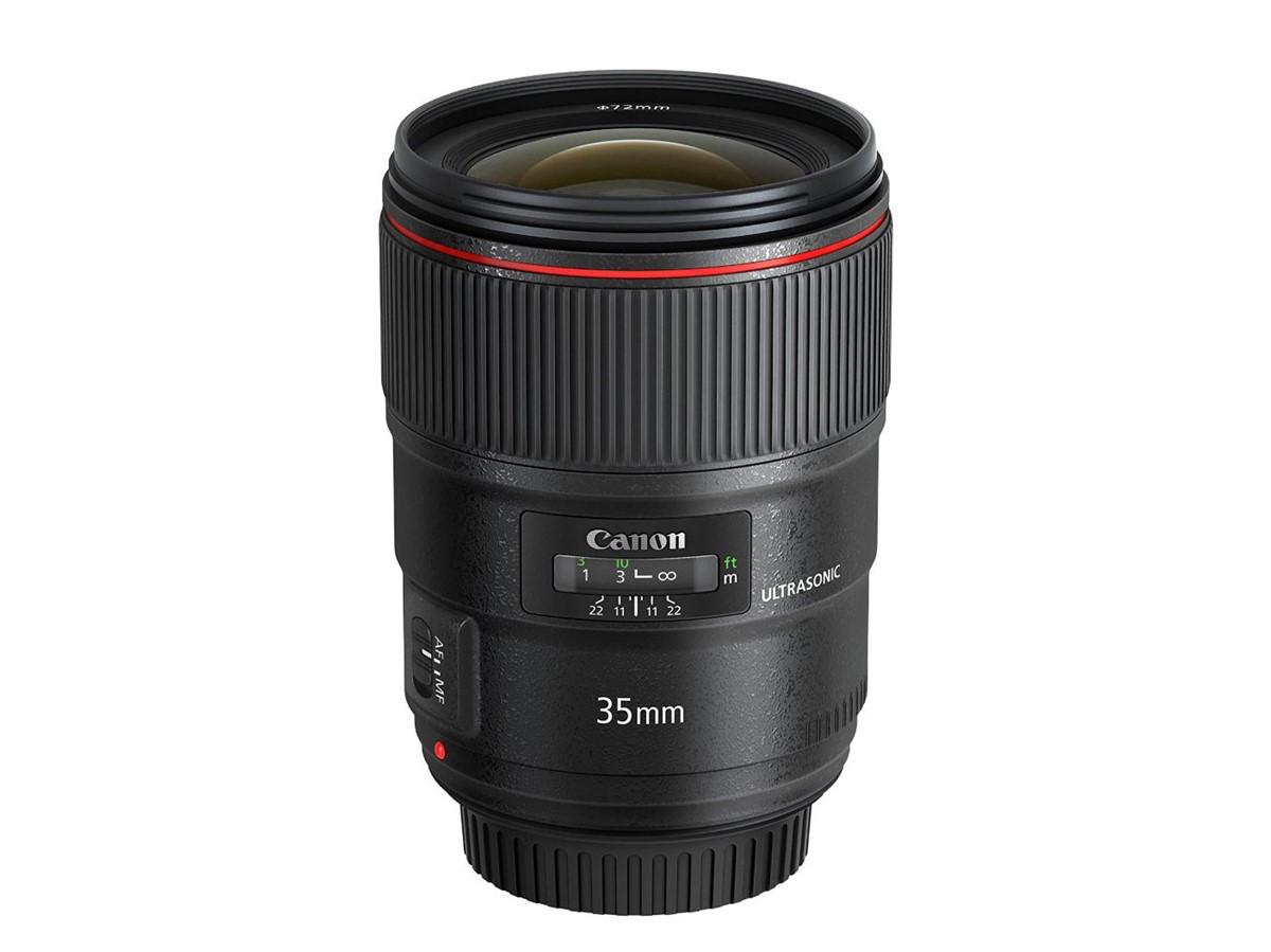 Canon EF 35mm f1.4L II USM kicsit hosszabb és nehezebb, mint az elődje.
