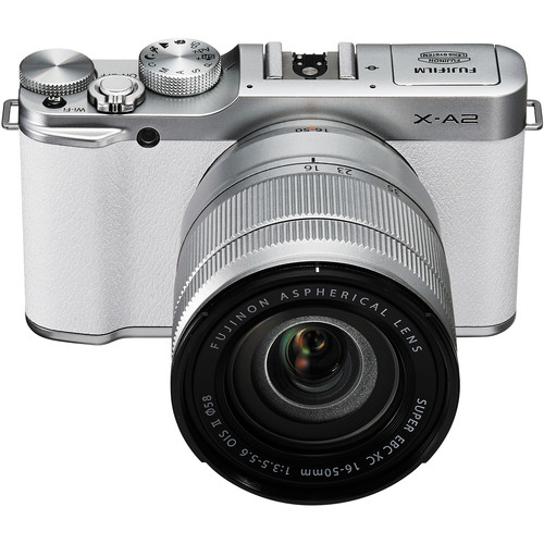 Fujifilm FinePix X-A2-n beépített, felnyíló vaku és vakupapucs is megtalálható.