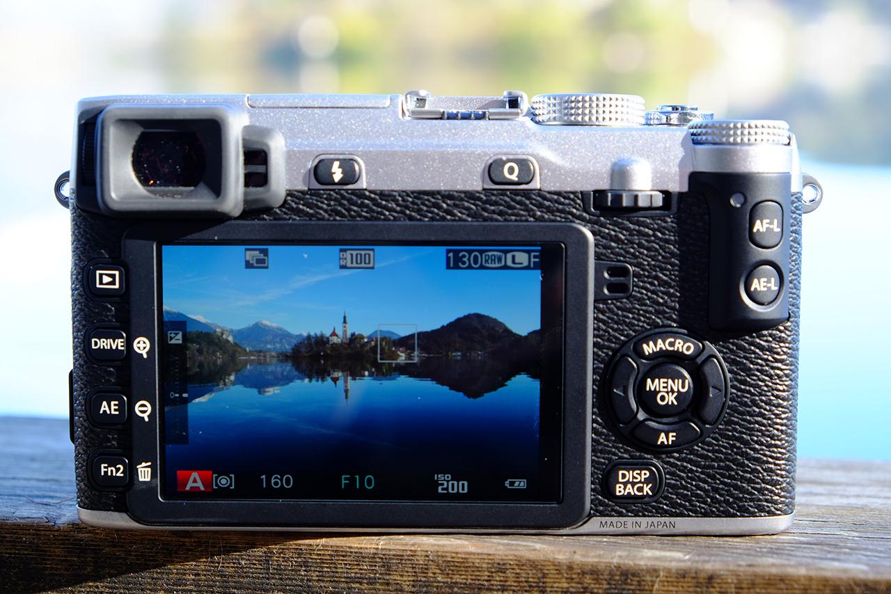 Fujifilm X-E2 és egymillió képpontos kijelzője