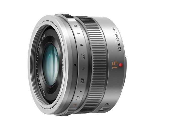 A Leica Summilux 15mm / f1.7 ASPH objektívet rekeszállító gyűrűvel is ellátták valamint egy AF/MF fó
