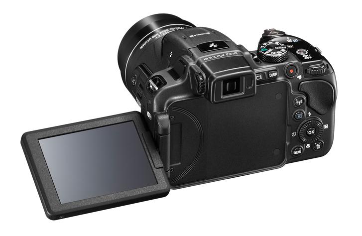 Nikon Coolpix P610 hátulján egy 3 colos, dönthető LCD található.