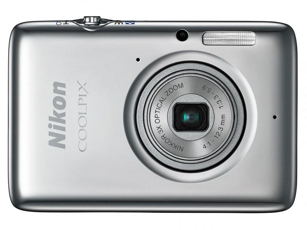 A Nikon Coolpix S02nek 7,3 GB belső memóriája van