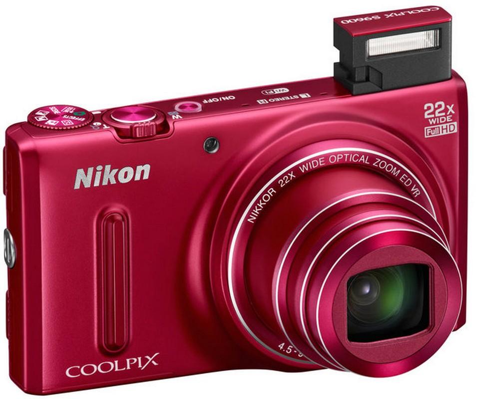 A Coolpix S9600 kis mérete ellenére 22x-es zoomátfogású.