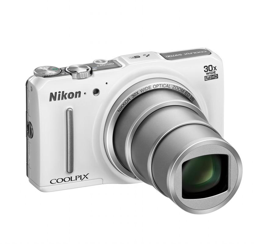 A Coolpix S9700 30x-os zoomátfogású.