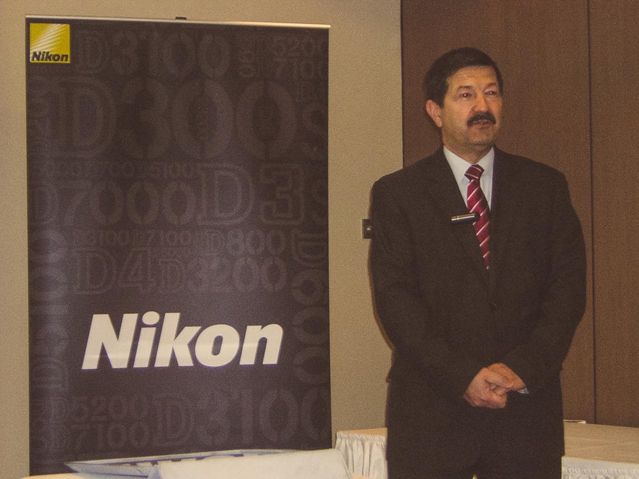 Huller Gyula, a Nikon Kft. ügyvezető igazgatója nyitotta meg a sajtóreggelit