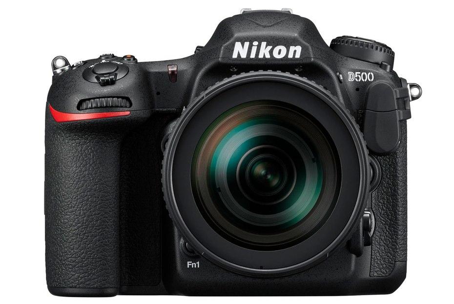 A Nikon D500 20,9 megapixeles APS-C CMOS szenzort kapott.