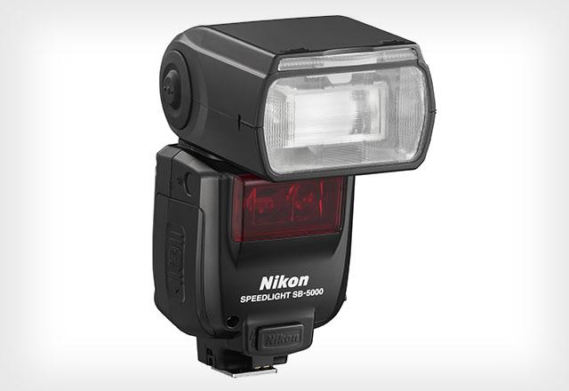 Az SB-5000 Nikon vaku 24-200 mm-es zoomfejjel rendelkezik.