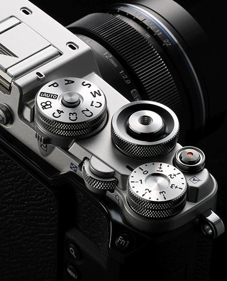 Olympus PEN-F 1920×1080 pixeles videórögzítést tud max. 4 GB-ig,