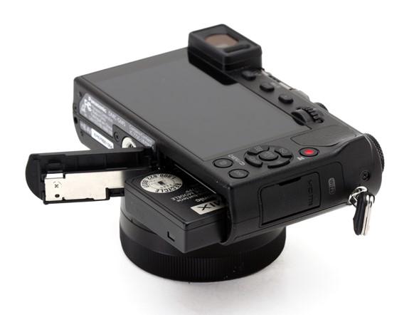 A Lumix DMC-GM5 csatlakoási lehetőségei USB 2.0, micro HDMI