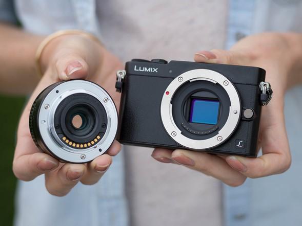 A Lumix DMX-GM5 mindösszesen 211 g és 99 x 60 x 36 mm.