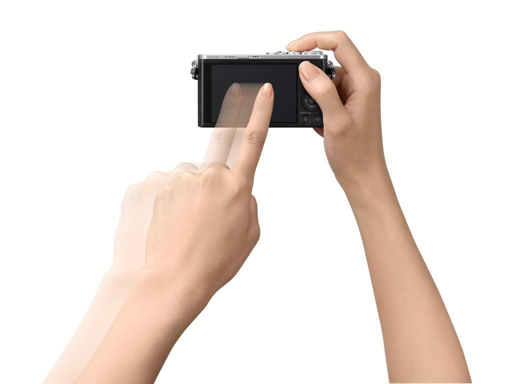 A GM1 érintésérzékeny LCD kijelzővel rendelkezik