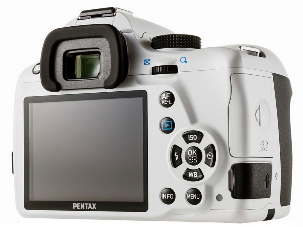 Nagy LDC kijelző jellemzi a Pentax K-50-et