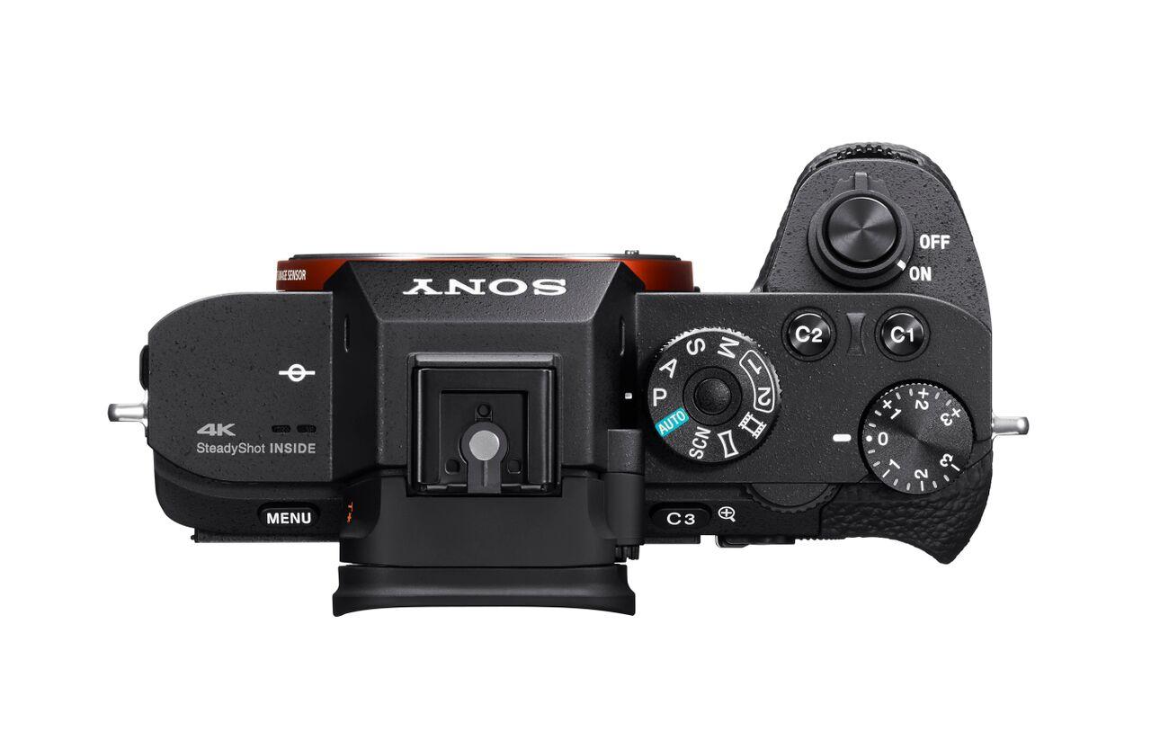 Sony Alpha A7S II-ben megtalálható a rekesz- és zársebesség előválasztás, a teljes kézi üzemmód is.