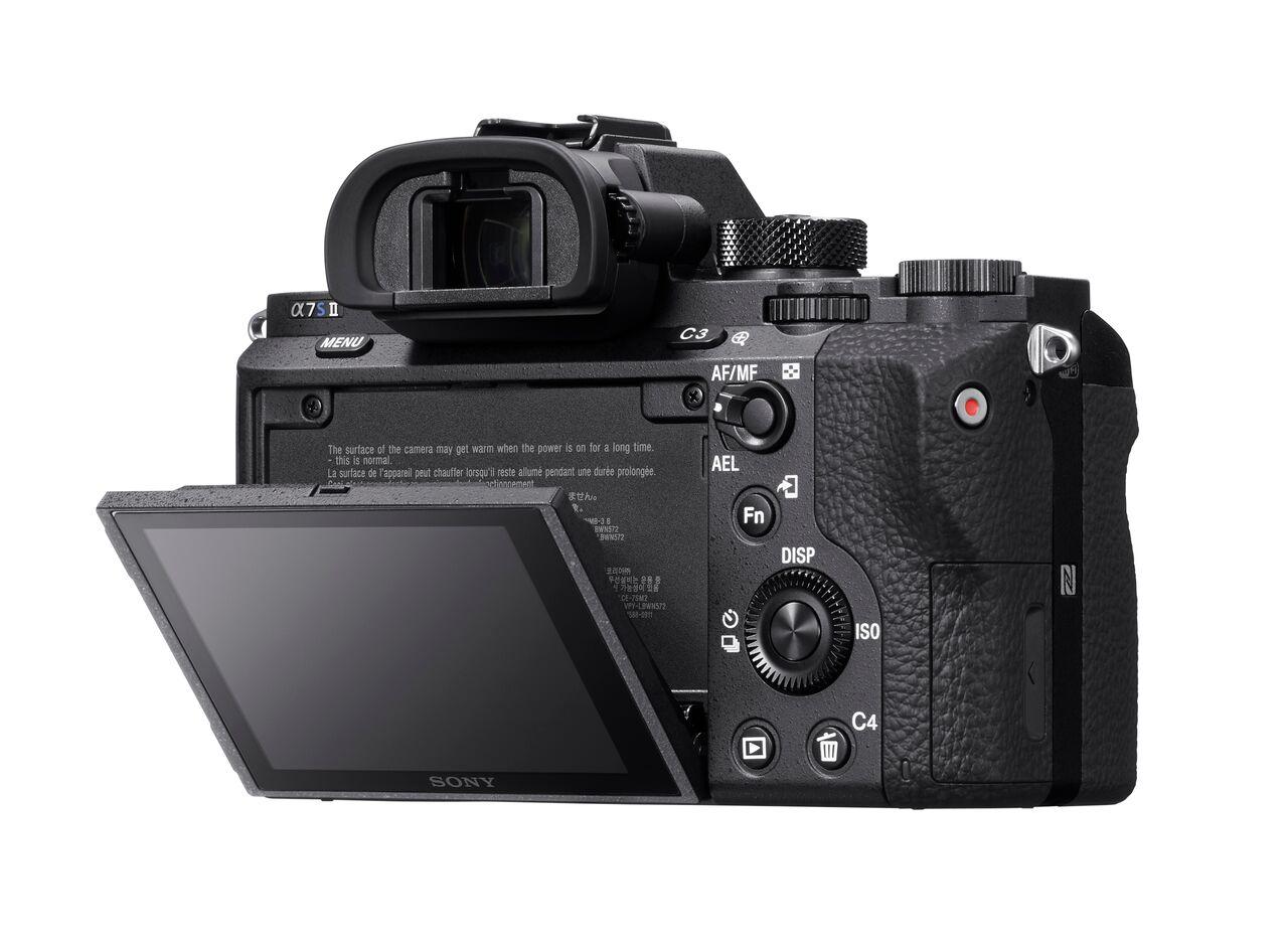 Sony Alpha A7S II a fel-le dönthető LCD-je továbbra is 3 colos.