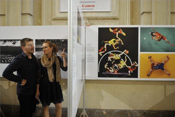 S.Takács András és Cseke Eszter a World Press Photo kiállítás megnyitóján. MTI Fotó: Kovács Tamás