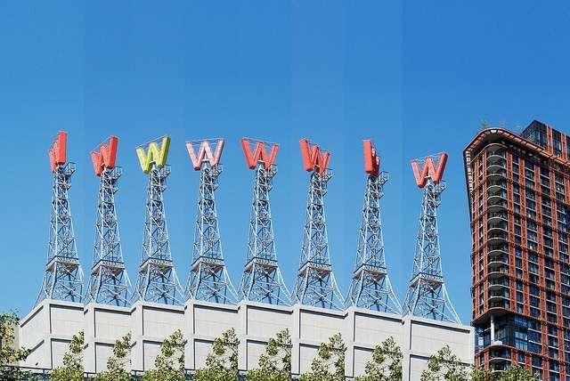 wwwww_5000000000th_photo_on_flickr_yeoaaron_foto_milliardok___de_minek.jpeg