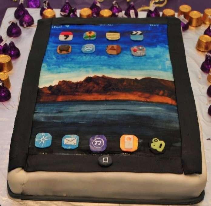 iphone-birthday-cake.jpg