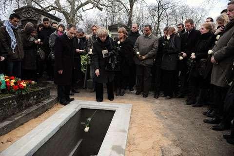 lucasdolega-grave-photobertrandguay.jpg