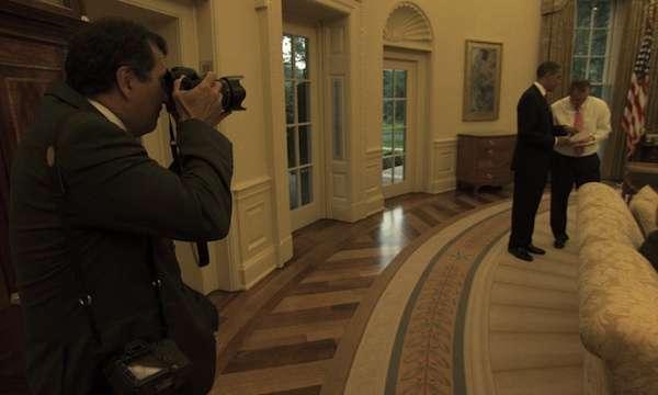 petesouza-photographing-obama-ovaloffice-photonationalgeographic.jpg