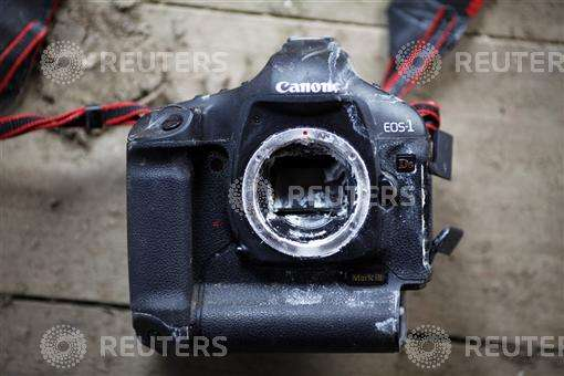 canon1d-camera-earthquake-japan-photodamirsagoljreuters.jpg