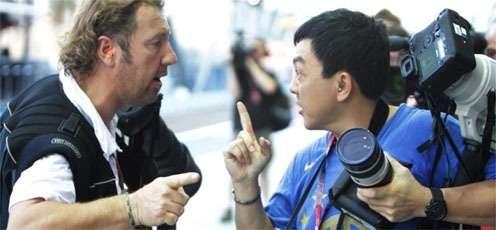 singapore-photographer-fight-youtube.jpg