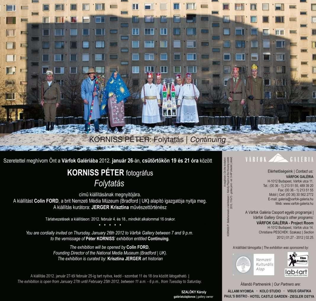 Korniss Péter: Betlehemesek a lakótelepen (2010) 73 x110 cm – giclée print [2011