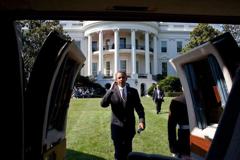 obama-garden-boardingmarineone-photopetesouzawhitehouse.jpg