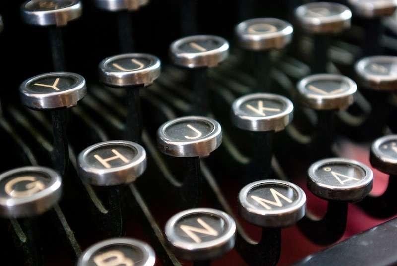 typewriter-keyboard-photothomasbackaflickr.jpg