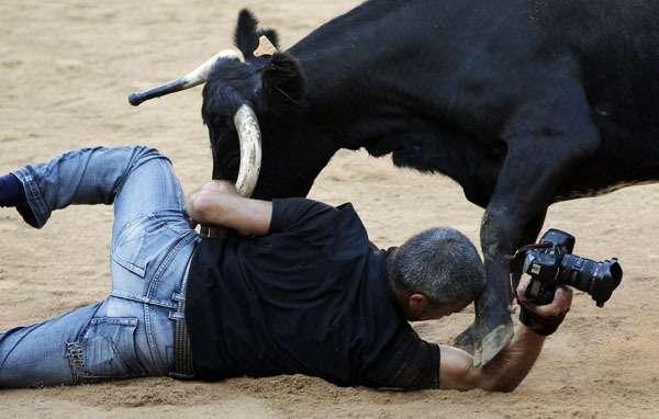bull-attack-josebaetxaburu-pamplona-photosusanverareuters.jpg