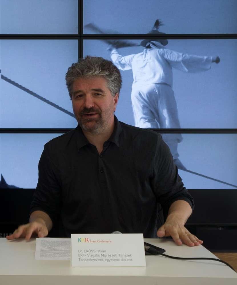 Dr. Erőss István, az EKF Vizuális Művészeti Tanszék vezetője, egyetemi docens (c) hg