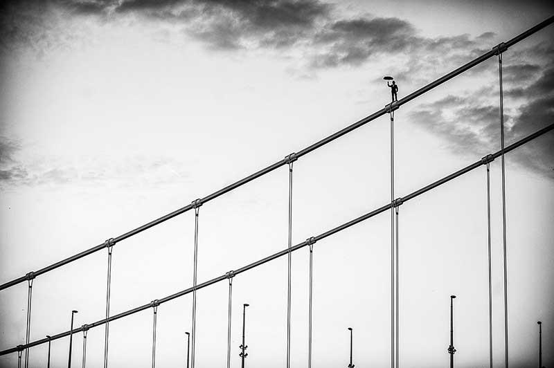 Sajtófotó pályázat 2015 Művészet, műalkotás vagy művészeti tevékenység ábrázolása, fotóriporteri eszközökkel (sorozat) 1. hely: Kálló Péter (Földgömb Magazin, Metropol): Balance