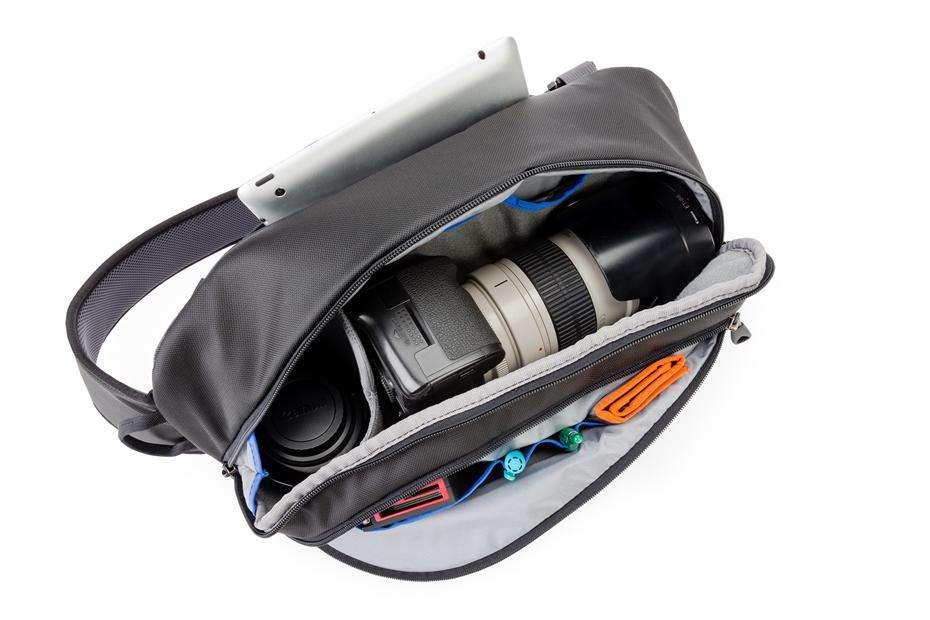 Belefér a fényképezőgépváz, objektívek, memóriakártyák és egyéb kiegészítők