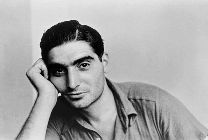 Fotó: Robert Capa 22 évesen, 1935 © Collection Capa/Magnum Photos/