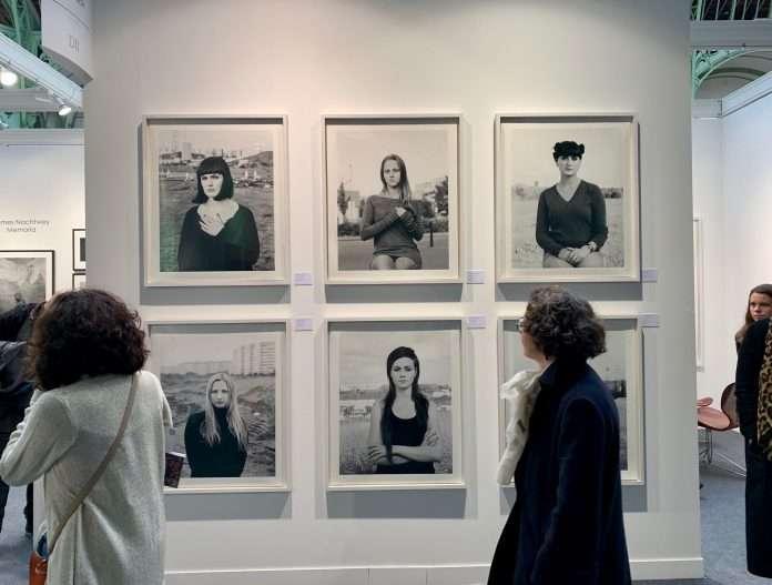 Fotó: Ute Mahler és Werner Mahler sorozata a Paris Photo kiállításon, 2018. november