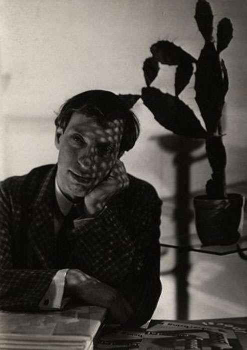 Fotó: Pécsi József: Önarckép kaktusszal, 1931 © Magyar Fotográfiai Múzeum