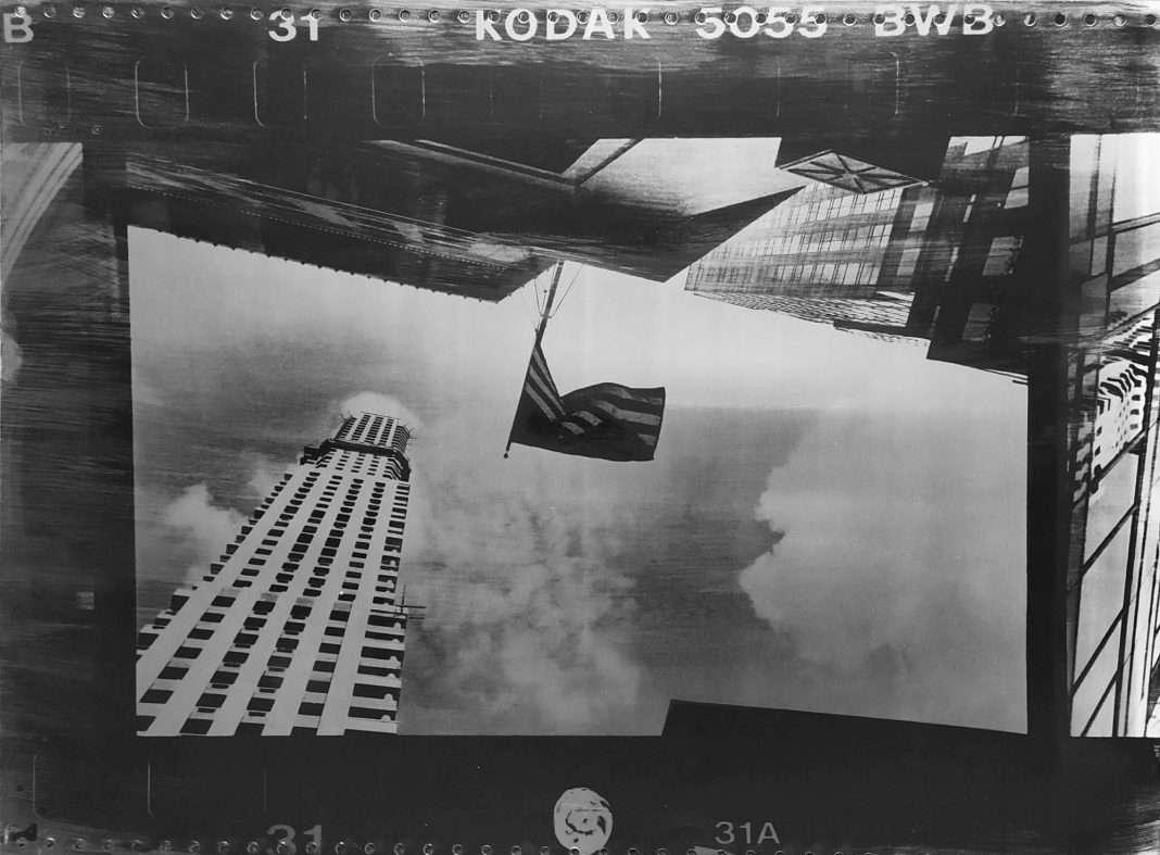 Fotó: Vékás Magdolna: Zászló, New York, 2002 © Vékás Magdolna