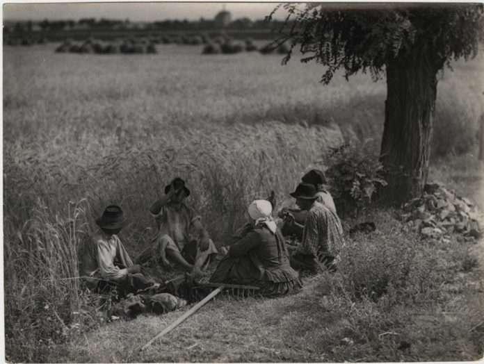 Fotó: Vadas Ernő: Pihenők, 1940-es évek © Magyar Fotográfiai Múzeum