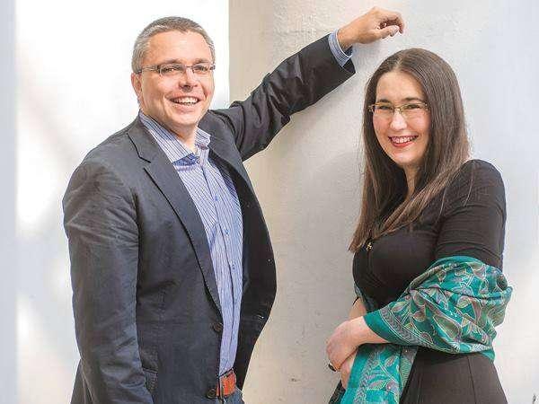 Szabó T. Anna és Dragomán György vezetése Keleti Éva tárlatán