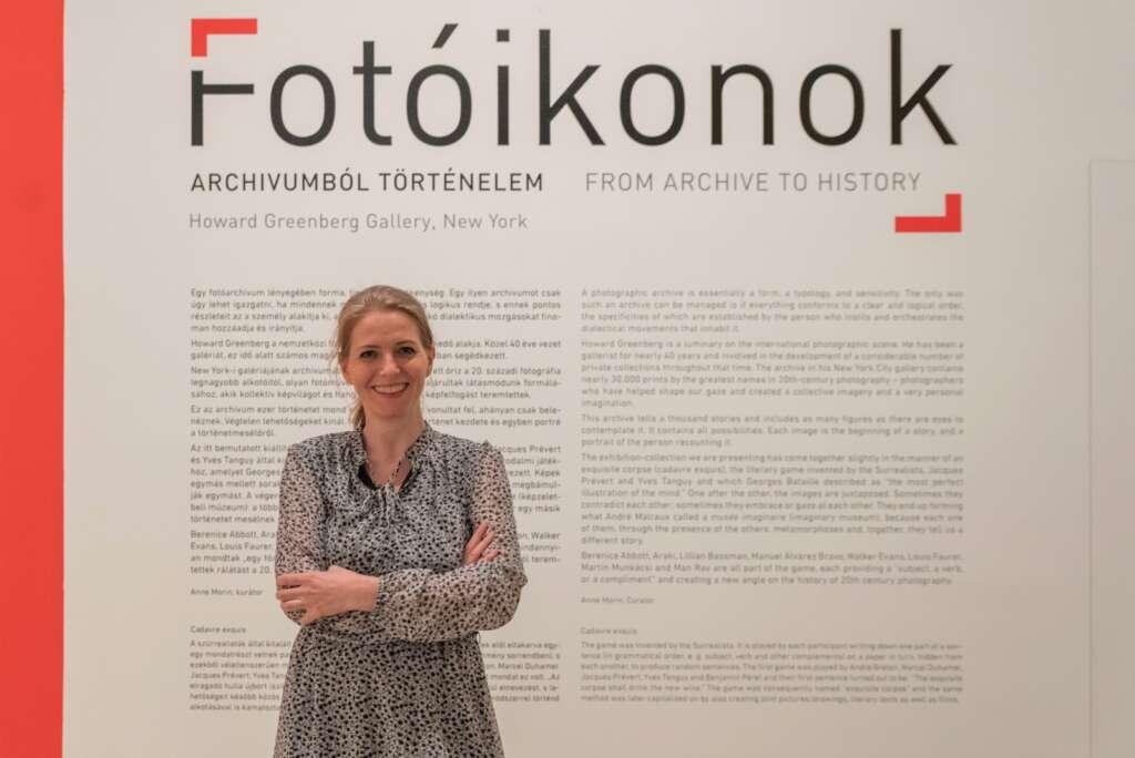 Tulipán Zsuzsanna tárlatvezetése a Fotóikonok kiállításon