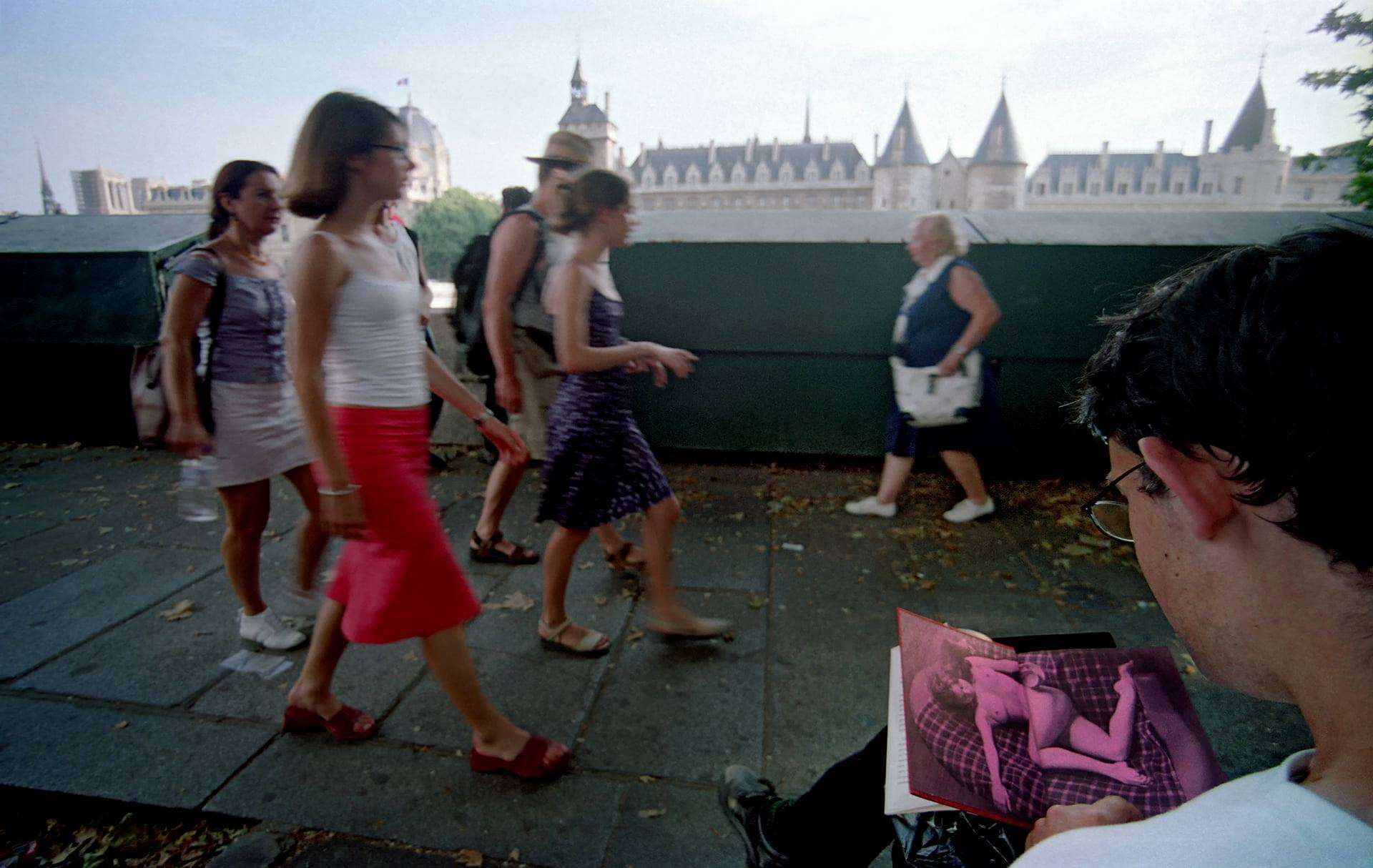 Gáti György: Aktfotó-könyv a Szajnánál, Párizs, 2003